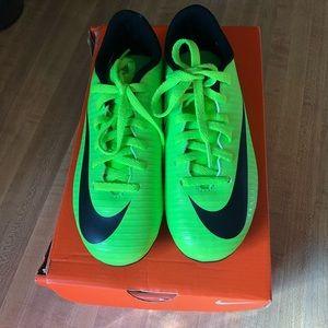 NIKE size 1 Boys Soccer Cleats